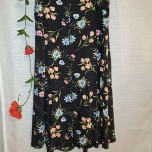 🌺TR Bentley Floral Skirt, Sz L